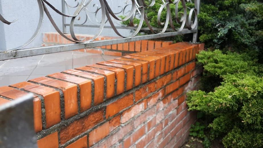 Кейс №14 Что делать если разрушается кирпичный забор или фасад?